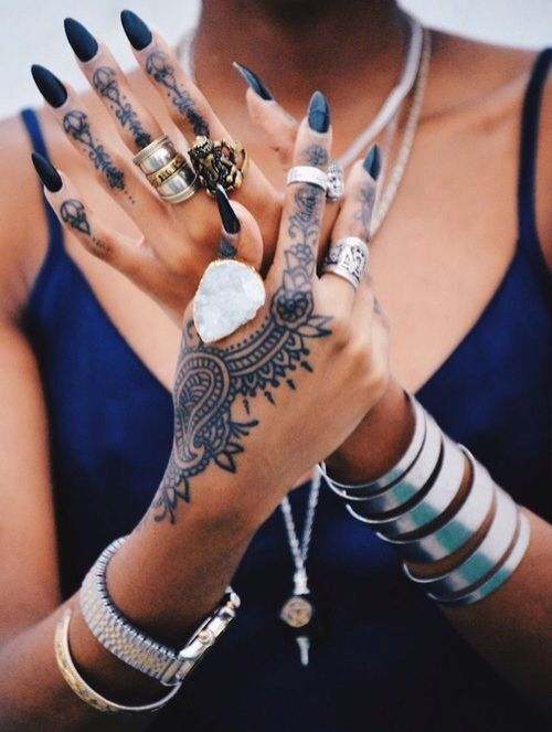 Henna tattoos are a popular trend