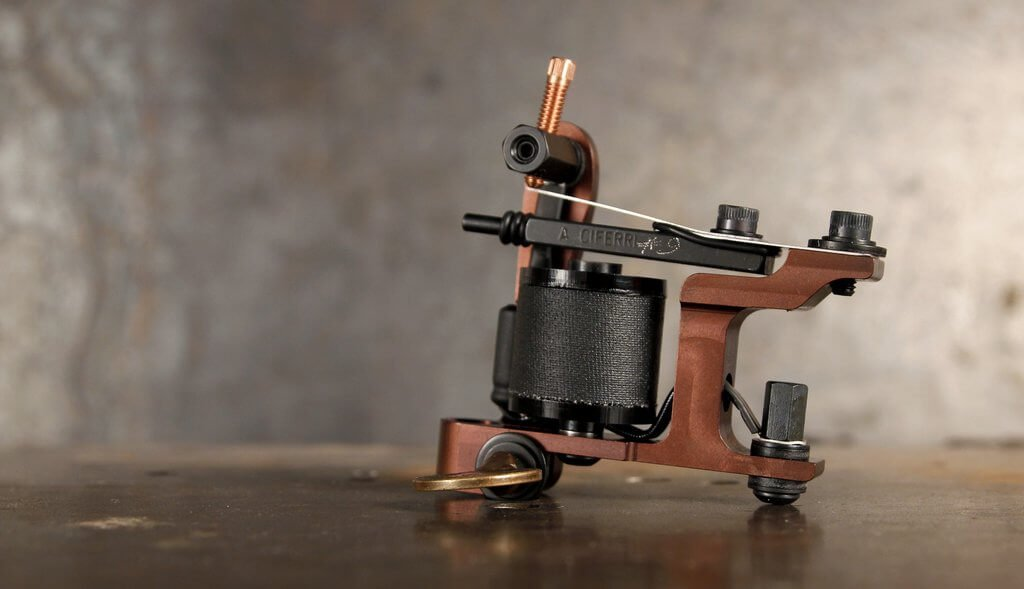 A coil tattoo machine called the Ghost Dog Shader Hybrid from Adam Ciferri
