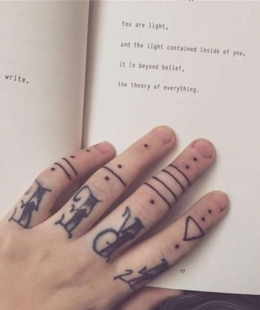A knuckle hand tattoo that reads 'free'